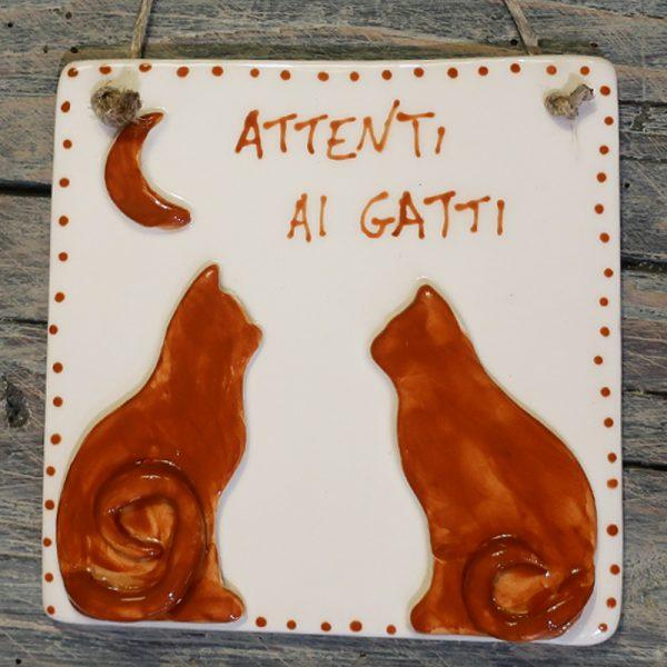 attenti ai gatti targhetta in ceramica, ceramic tile wit cats hand made in italy