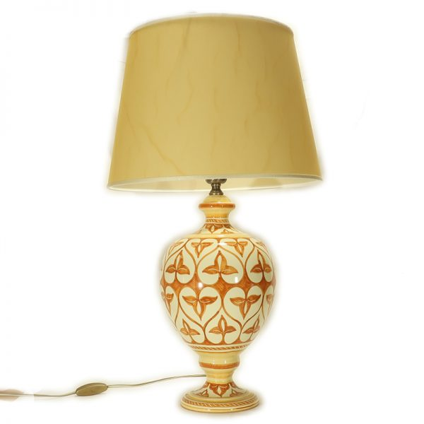 base lampada in ceramica dipinta a mano in Toscana con paralume pergamena, table lamp in ceramic handpainted in Tuscany