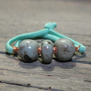 bracciale con perle in ceramica fatte a mano made in italy bracelet with handmade ceramic beads