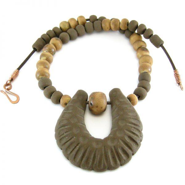 collana arcaica in ceramica, primitive necklace in ceramic