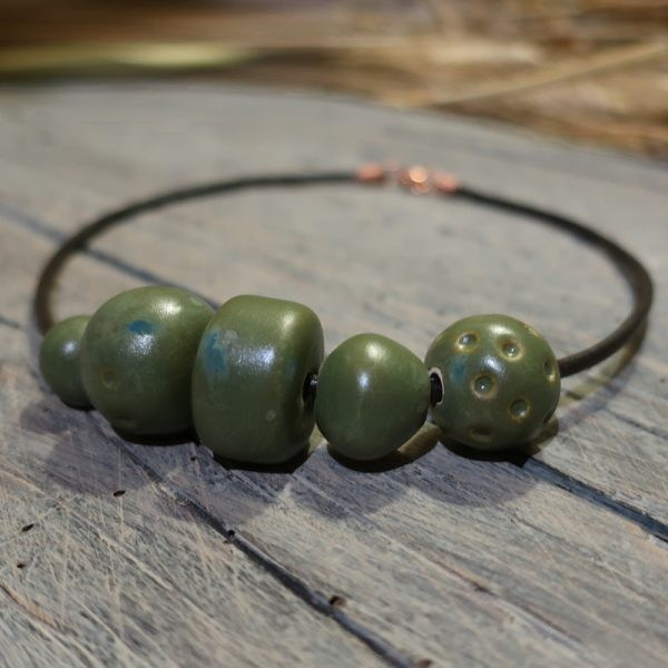 collana con grandi perle in ceramica verde, necklace with big green beads in ceramic