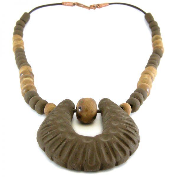 collana con medaglione in ceramica, necklace with medallion in ceramic