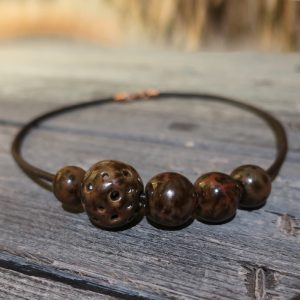 collana con perle in ceramica marrrone made in tuscany, necklace with brown ceramic beads made in tuscany