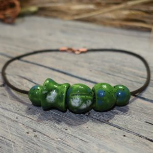 collana con perle in ceramica verde made in tuscany necklace with green beads in pottery