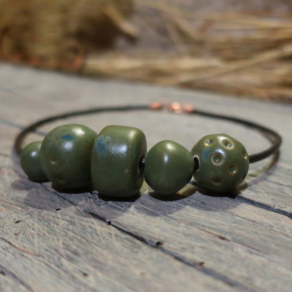 collana con perle in ceramica verdi fatta a mano in toscana, made in tuscany necklace with green ceramic beads