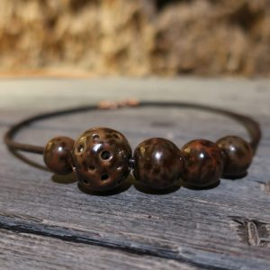collana girocollo marrone con perle in ceramica fatte a mano in italia, brown necklace in ceramic made in italy