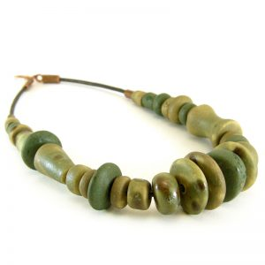 collana in ceramica fatta a mano in toscana, ceramic necklace handmade in tuscany