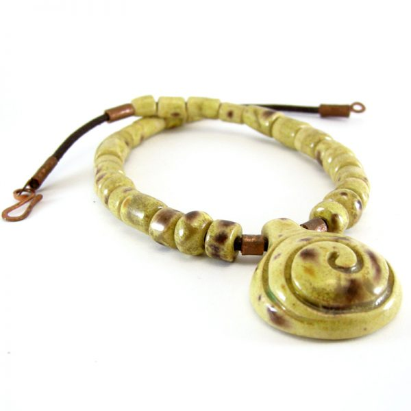 collana in ceramica giallo e marrone, brown and yellow ceramic necklace