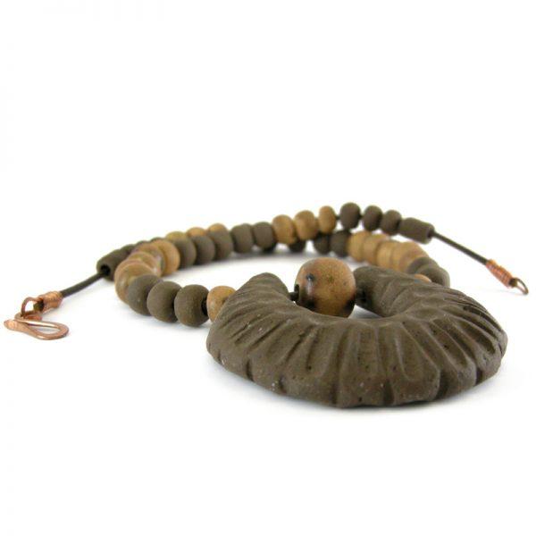 collana in ceramica marrone, necklace in brown ceramic