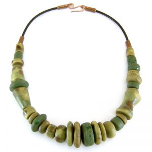 collana verde in ceramica, green necklace in pottery