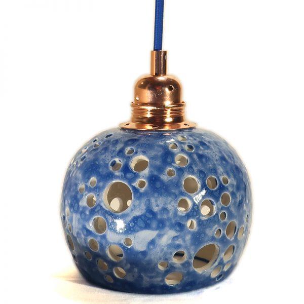 faretto a sospensione blu in ceramica con motivo traforato artigianato toscana, blue carved pendant lamp hand made in ceramic
