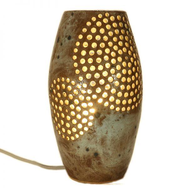 lampada con cerchi traforati ceramica artistica artigianato toscana, carved table lamp in ceramic handmade in tuscany