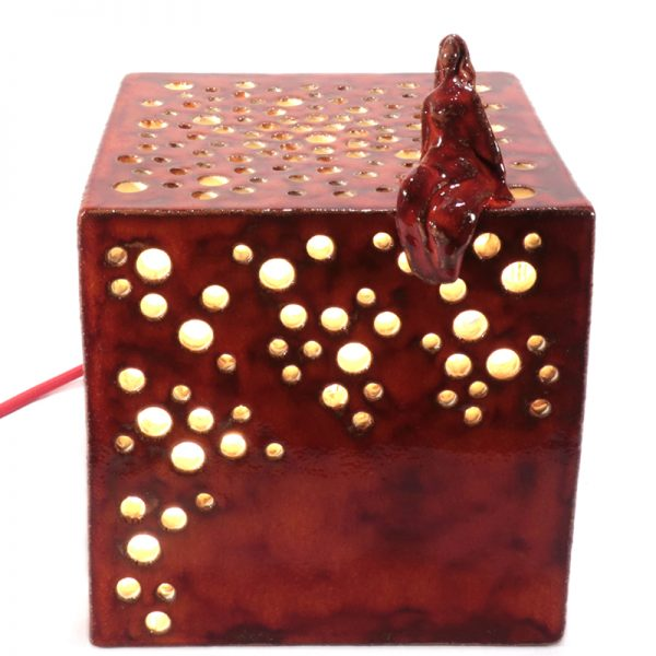 lampada cubo in ceramica con donna, ceramic cube lamp with woman