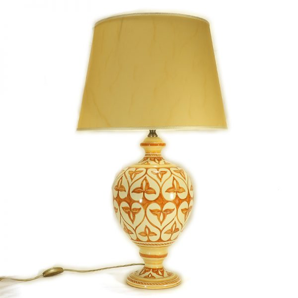 lampada in ceramica dipinta a mano con paralume pergamena terra di siena, tuscany ceramic table lamp handpainted orange burnt sienna decoration