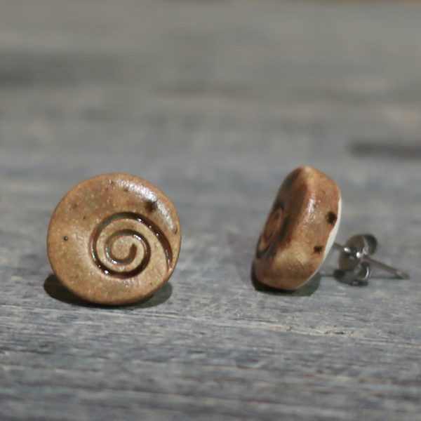 orecchini a bottoncino in ceramica con spirale, lobe earrings in ceramic with spiral