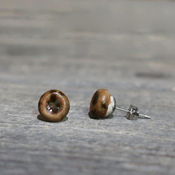 orecchini a bottoncino marroni in ceramica artigianato toscana, brown lobe earrings in ceramic handmade in tuscany
