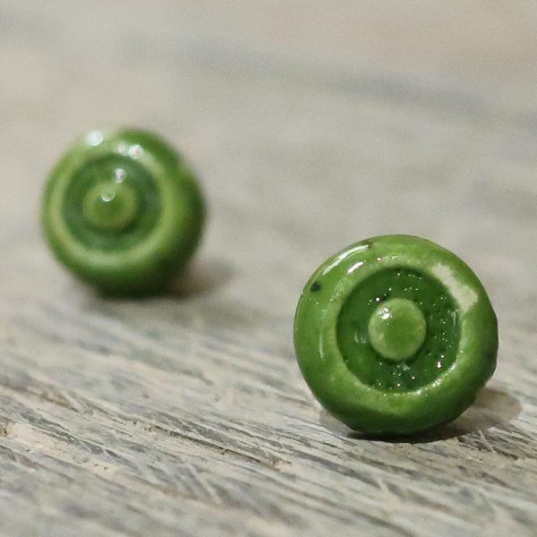orecchini a bottoncino verdi in ceramica bijoux handmade, green lobe earrings in ceramic