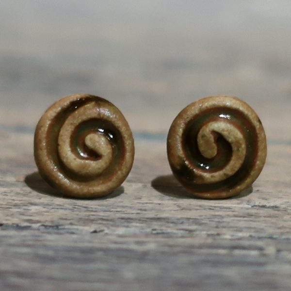 orecchini a lobo marroni in ceramica made in italy brown lobe earrings in ceramic with spiral
