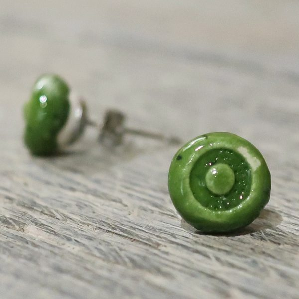 orecchini a lobo verdi in ceramica fatti a mano bijoux toscana, green ceramic earrings handmade in tuscany