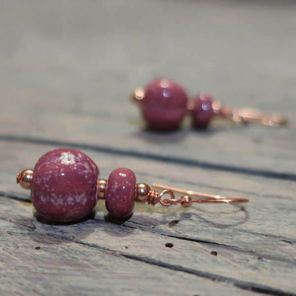 orecchini artigianato toscana color vino, earrings handmade in ceramic tuscany wine color