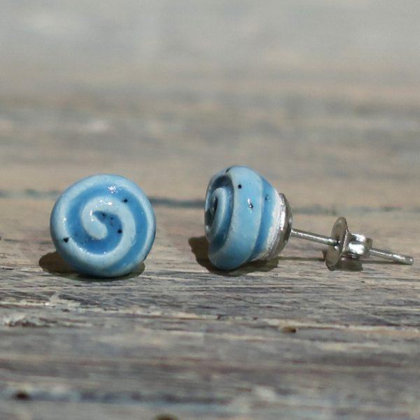 orecchini azzurri con spirale in ceramica sarteano, light blue ceramic earrings with spiral