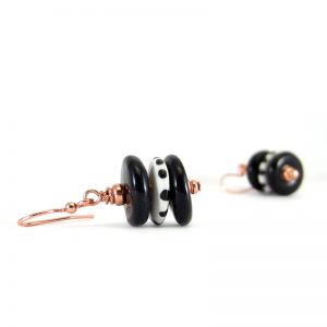 orecchini bianco e nero in ceramica, black and white earrings in pottery