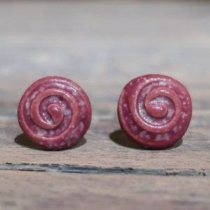 orecchini in ceramica rosso nobile con spirale, red wine color ceramic earrings with spiral