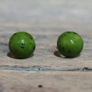 orecchini verdi a bottoncino in ceramica artigianato toscana, green lobe earrings in ceramic made in tuscany