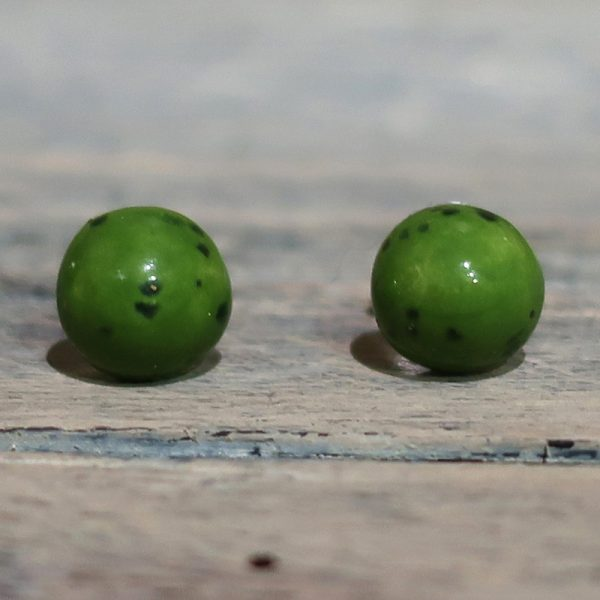 orecchini verdi a bottoncino in ceramica artigianato toscana, green lobe earrings in ceramic made in tuscany