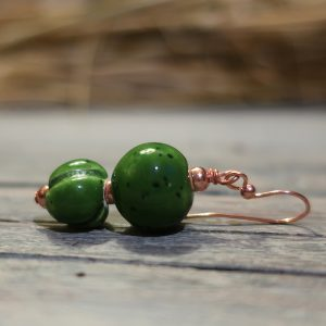 orecchini verdi a pendente in ceramica, green pendant earrings in ceramic made in tuscany