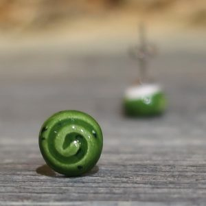 orecchini verdi con spirale gioielli ceramica toscana, green earrings with spiral tuscany ceramic jewels