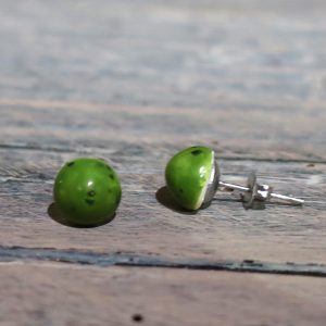 orecchini verdi fatti a mano in ceramica, green earrings handmade in ceramic