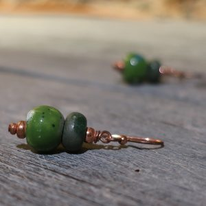 orecchini verdi in ceramica a pendente, green pottery pendant earrings