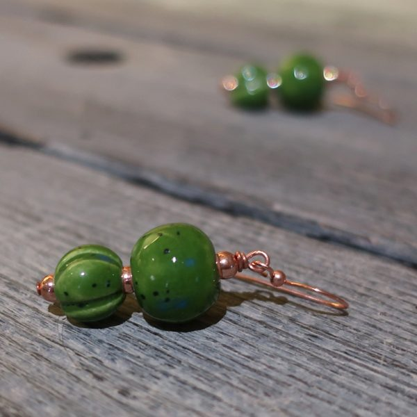 orecchini verdi in ceramica toscana, green pendant earrings in ceramic made in tuscany