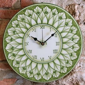 orologio verde da parete in ceramica dipinto a mano in toscana, hand painted green rounded clock in ceramic