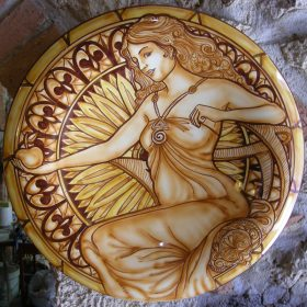 piatto da parete in ceramica con donna dipinta a mano, ceramic wall plate with handpainted woman