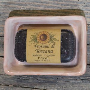 portasapone terracotta ceramica con saponetta profumo di toscana vino nobile di montepulciano, handcrafted ceramic soap dish and noble wine soap bar parmufes of tuscany