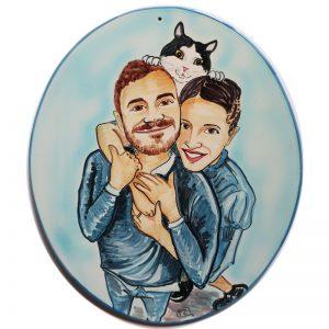 targa ceramica regalo personalizzato coppia felice con gatto caricatura dipinta a mano, ceramic tile hand painted caricature cartoon style happy people with cat