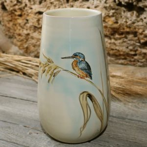 vaso ceramica uccelli dipinto a mano con martin pescatore e canne, ceramic vase with kingfisher and stems of lake reeds hand-painted ceramic birds collection